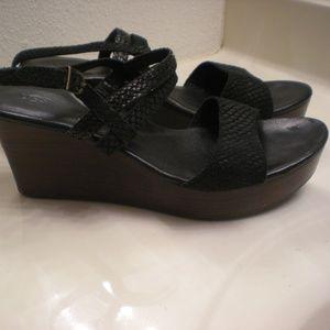 Ugg Australia Lira Mar Womens Wedge Sandals